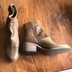 LD Tuttle everyday boots! NWOT